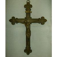 Старенький  Католический  Крест.  Бронза. Вес 1,3 кг.