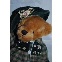 """Мишка/Мишутка: """"ВИКИ"""", - новая, - 20 см., - только сидит., - по стилю исполнена под винтажную., - шляпка на резиночке, платьице снимается."""