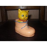 Котенок в ботинке.Целлулоид.