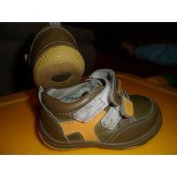 Ботиночки Calorie , 20 размер, по стельке около 12,3 см, находятся на ул. Левкова.