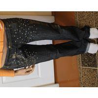 Джинсы 42-44 размер прямого покроя с вышивкой