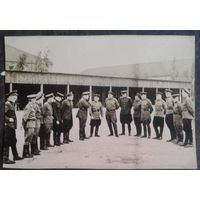 Фото утреннего развода. 1940-е. Германия. 8х11,5 см