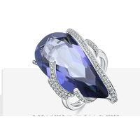 Очень красивое , крупный камень , кольцо. Р-р 19