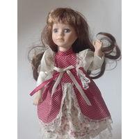 Кукла, с музыкальной заводкой, лицо и ручки керамика винтаж Европа