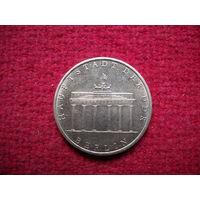 ГДР 5 марок 1971 г. Бранденбургские ворота.