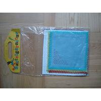 Набор платочков для вышивания из ГДР в целлофановой упаковке. В наборе 6 платочков. Набор из 80-ых годов.