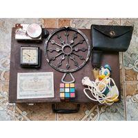 """Лот предметов СССР, чемодан, часы """"луч"""", ретро- святильник, и др. предметы антуража."""