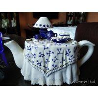 """Фарфоровый коллекционный заварочный чайник"""" Стол для чаепития """"."""