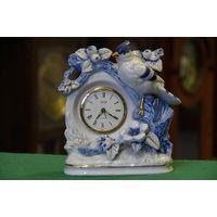 Часы механические с будильникам в фарфоровым подчаснике  ( ВСЕ РАБОТАЕТ , ВСЕ ЦЕЛОЕ )