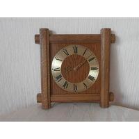 Часы кварцевые Hermle в древянном корпусе Германия 30 х 30 см., часовой механизм Германия.