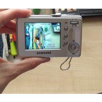 Цифровая камера с зарядным.