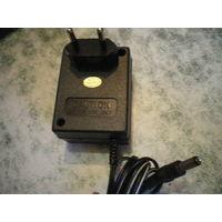 Адаптор-блок питания 5 В, 500 мА.