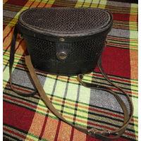 Чехол (кофр) от бинокля, кожаный.  Сделано в СССР Длинна 16.5 см Ширина 4.2 см Глубина 11.5 см Состояние – как на фото, смотрите внимательно - вы получите именно то, что видите. Все вопросы до покупки