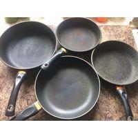 4 сковороды б/у, цена за комплект.  2 Сковороды Victoria 26 и 22 см диаметр + 2 сковороды 26 и 22 см диаметр. Продаю комплектом. Для дачи идеальный вариант.  Каждый год - полтора, меняю сковороды и я,
