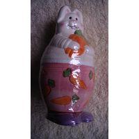 Керамический кролик. из двух частей. копилка. распродажа