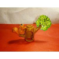 Игрушка из киндера серии дерево Белочка