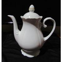 Рельефный заварочный Чайник Белоснежный Фарфор Позолота Высота  20см  ширина 19см Целый