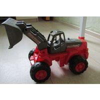 Трактор игрушечный