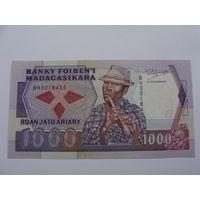 Мадагаскар. 1000 франков 1988-93 год  UNC