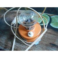 Миниатюрная настольная лампа из СССР.Работает.