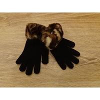 Красивые вязаные перчатки с опушкой