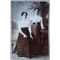Фото двух барышень. До 1917 г. 9х14 см.