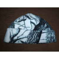 Теплая флисовая  шапка , хорошо тянется . Отлично защитит от холода и ветра.
