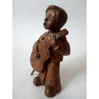 Статуэтка деревянная Мальчик с гитарой