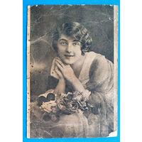 Старинная открытка. Девушка. Подписана.