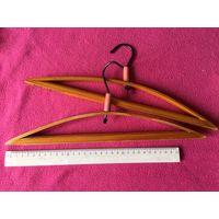 Вешалки плечики детские деревянные лакированные СССР 2 шт вместе длинна ОК 33 см