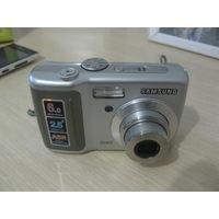 Цифровой фотоаппарат самсунг, рабочий,  дисплей на 6 мегапикселей. На аккумуляторных батарейках.