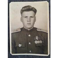 Фото военного с медалями. 8,5х12 см