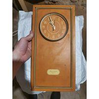 Часы настенные янтарь