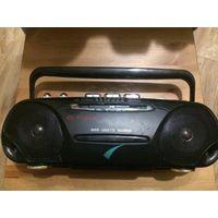 Магнитофон кассетный небольшого размера, есть радио, есть антена. Рабочий. Без шнура. Размер 34 на 13 см.