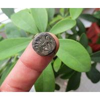 Щиток от старинного перстня с орнаментом в виде Цветка
