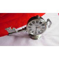 Часы будильник Слава - ключ. СССР