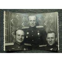 Фото трех комбатов. 1946 г. 6.5х9 см.