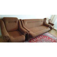 Комплект мягкой мебели: диван и два кресла б/у