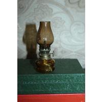 Миниатюрная керосиновая лампа,  высота 10.5 см.