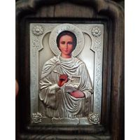 """Икона """"святой мученик Пантелеймон"""", эмаль, серебрение, киот дуб. 14см высота,8ш"""