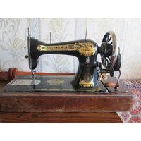 """Швейная машинка """"SINGER"""" рабочая,год выпуска 1911, No А 1445398 с челноком-пулей."""