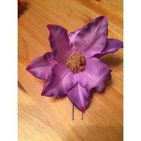 Красивая заколка лилового цвета 13 см диаметр. Отличного качества, на шпильке.