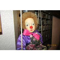 Маленький клоун на качелях  Фарфор Европа  60-х 30 см  качели 65 см