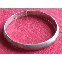 Большое серебряное кольцо с инициалами. Диаметр - 25 мм