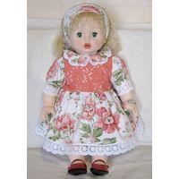 Большая красивая мягкотелая кукла