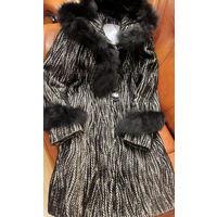 Фабричное зимнее приталенное пальто. натуральный мех