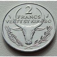 "Мадагаскар. 2 франка 1982 год KM#9 ""Пуансеттия"""