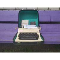Печатная машинка  ОРТЕХ в родном чемодане. См. описание.