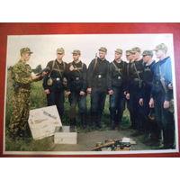 Фото из 90-х. Занятия с военнослужащими срочной службы по огневой подготовке. Обучение метанию  гранаты.
