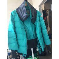 Осенне зимняя куртка. Бирюзового цвета с вставкой из текстиля ворот и манжеты.